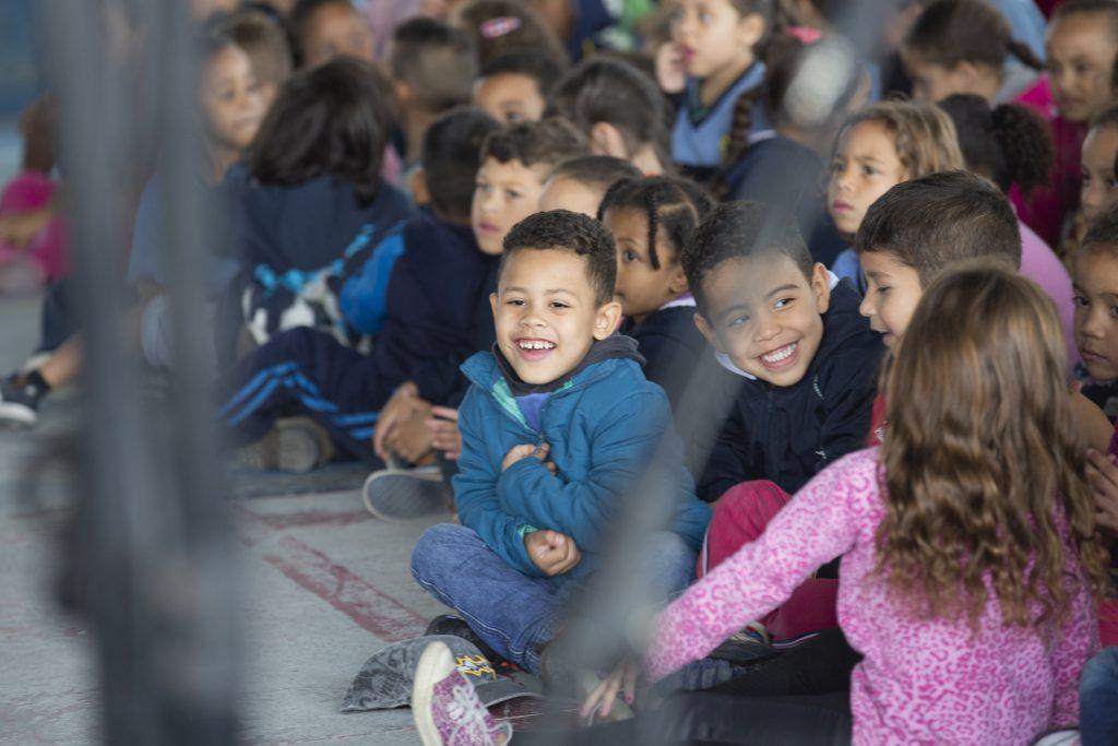 O Brasil de Tuhu é um programa que se dedica a ampliação e fortalecimento da educação musical no Brasil, realizando concertos didáticos em escolas da rede pública de ensino, capacitando educadores e desenvolvendo materiais de apoio para musicalização.